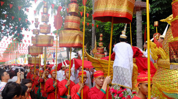bangkok golden mount parade