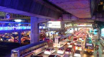 bangkok skywalk traffic